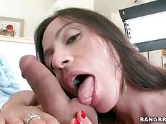 Ariella Ferrera wraps her lips around partner`s thick dong.